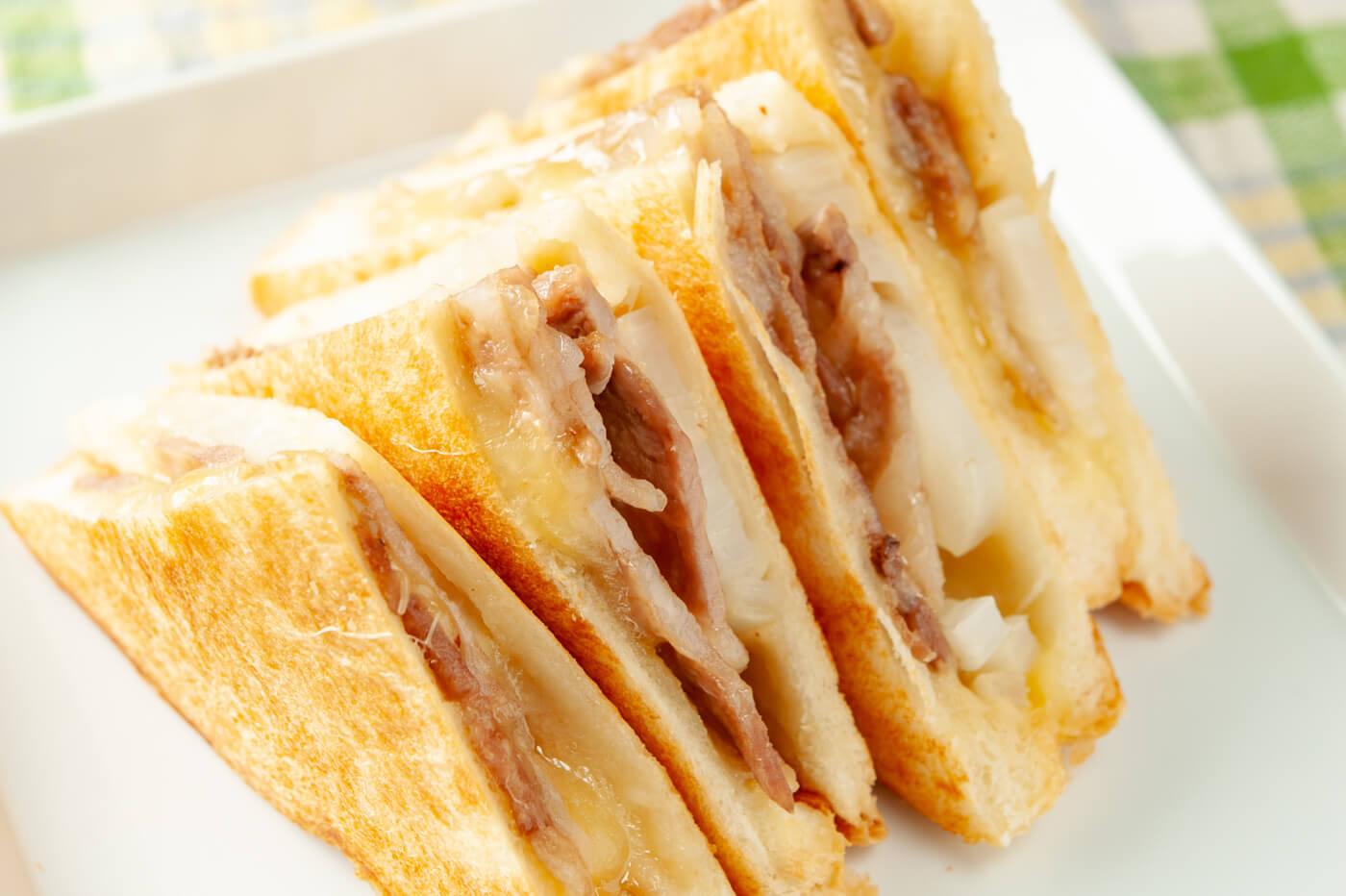 青森県・源たれチーズサンド