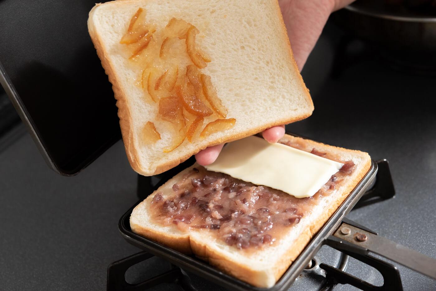 あんこペーストを使ったチーズ&ゆずジャムサンド