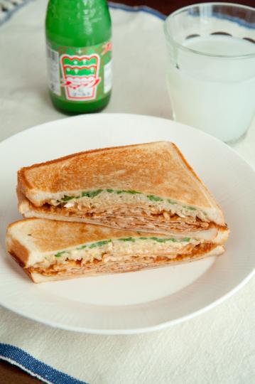 広島県・いか天のお好み焼き風サンド